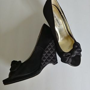 Steve Madden black wedge with bow 6 1/2m
